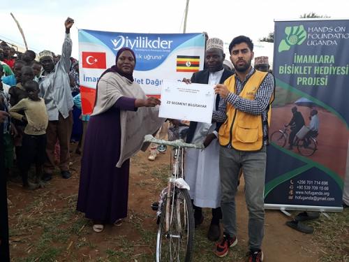 Uganda'da İmamlara Bisiklet Dağıtımı Gerçekleştirildi