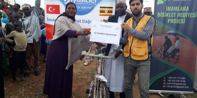 Uganda'da İmamlara Bisiklet Dağıtımı Gerçekleştirildi.
